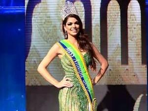 Daiane Uchôa com a faixa e a coroa de Miss Amapá Oficial 2015 (Foto: Rafael Salman/Divulgação)