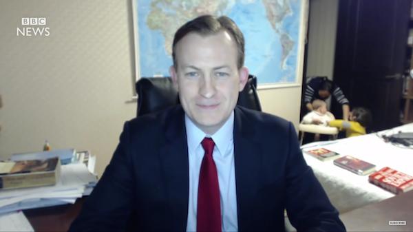 O professor Robert Kelly em vídeo da BBC (Foto: Reprodução)