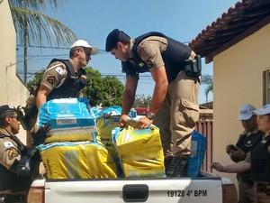 Droga apreendida em Uberaba (Foto: Bárbara Lemes/G1)