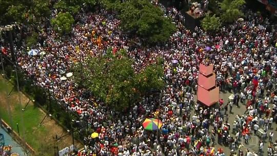 Venezuelanos voltam às ruas de Caracas para exigir eleições gerais