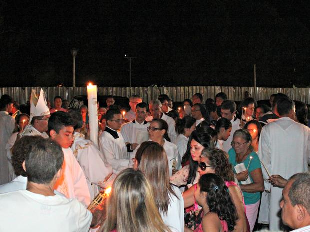 Vigília Pascoal ocorreu na Catedral no Centro de Manaus  (Foto: Gabriel Machado/ G1 AM)