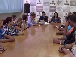 Servidores públicos se reuniram com a prefeita de Guarujá (Foto: Reprodução / TV Tribuna)