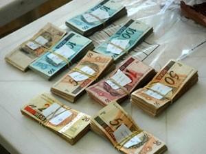 Dinheiro apreendido pela PF na Operação Mãos Limpas (Foto: Divulgação/PF)