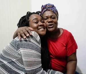 Roberta, do BBB17, com a mãe (Foto: Gshow)