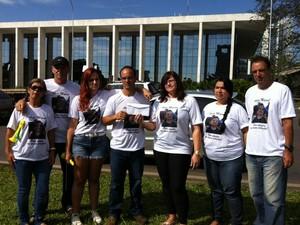 Familiares e amigos pedem Justiça após morte de bebê no DF (Foto: Isabella Formiga/G1)