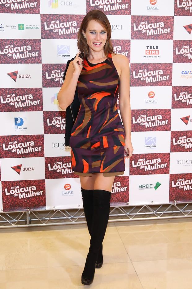 Look do dia: Mariana Ximenes combina sandálias com meias de lã (Foto: Manuela Scarpa/Brazil News)