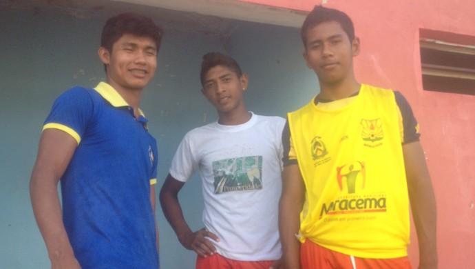 Gustavo Kanokrâ, Moisés Wakake e Nivaldo Samikwa estão jogando pelo Tocantins e sonham em vencer no futebol (Foto: Edson Reis/GloboEsporte.com)