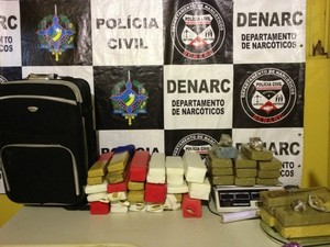 Drogas apreendidas  (Foto: Larissa Matarésio/G1)