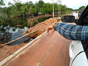 Rodovia estadual do Amazonas AM-010  (Foto: Adneison Severiano/G1)