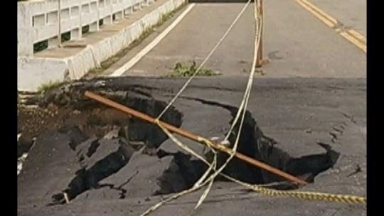 Ponte é parcialmente interditada após asfalto ceder na rodovia PA-324