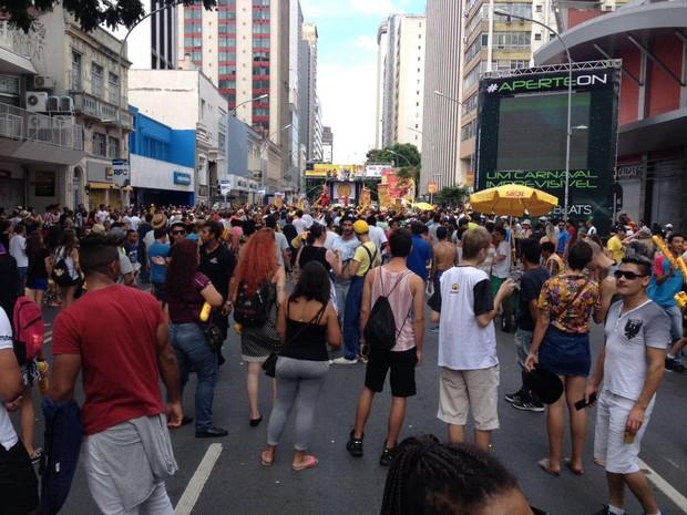 De acordo com a Polícia Militar, 5 mil pessoas participaram do último dia do pré-carnaval de Curitiba (Foto: Augusto Klein/ RPC)