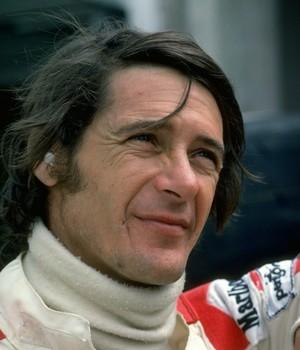 Artur Mezário ajudou Lauda a sair do carro após acidente (Foto: Getty Images)