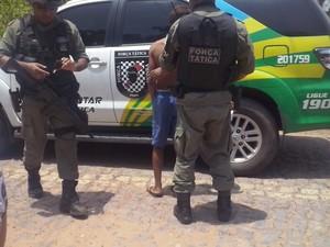Adolescente foi levado a Central de Flagrantes  (Foto: Catarina Costa/G1)