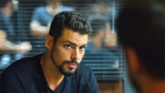 Final de 'A Regra do Jogo': Juliano desconfia que Zé Maria matou Gibson