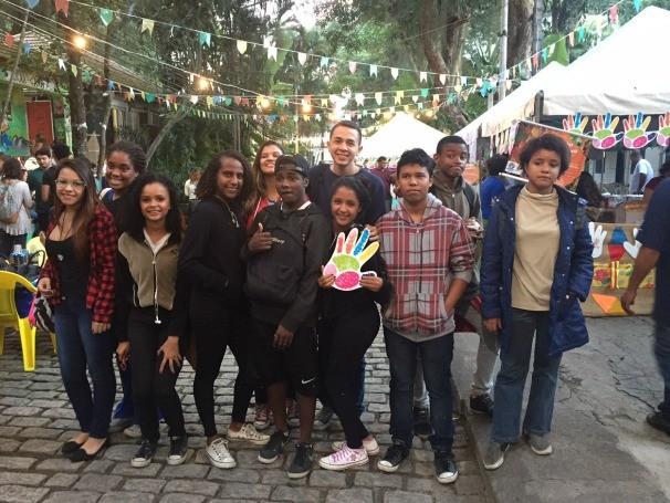 Alunos do projeto Jovens Profissionais do Audiovisual aproveitaram o evento para treinarem as aulas de cinegrafia (Foto: Divulgação)