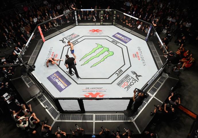 Garbrandt conseguiu aplicar três knockdowns em Dominick Cruz durante a luta e debochou do ex-campeão após derrubá-lo em todas as vezes (Foto: Getty Images)