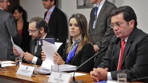 Procuradores responsáveis por operação que prendeu Cachoeira falam à CPI (Foto: Agência Senado)