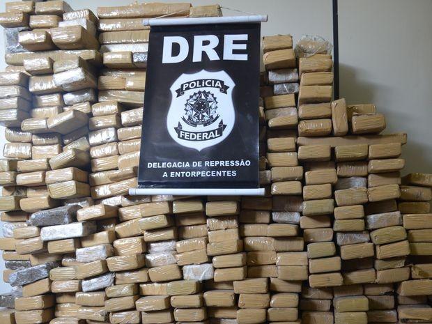 PF encontrou drogas dentro do caminhão carregado com pedras  (Foto: Patricia Carvalho / G1)