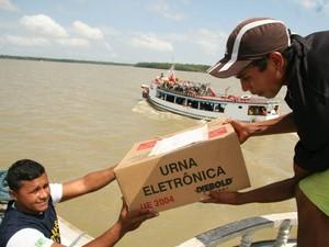 Região das ilhas também recebem urnas eletrônicas nesta sexta (26) e sábado (27), em Belém (Foto: Fernando Araujo/O Liberal)