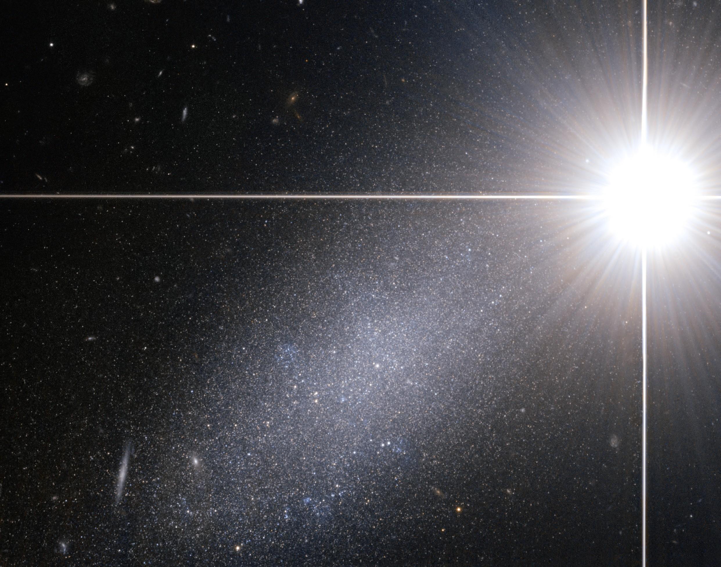 Galáxia anã encontrada dentro da constelação de Draco (Foto: ESA/Hubble)