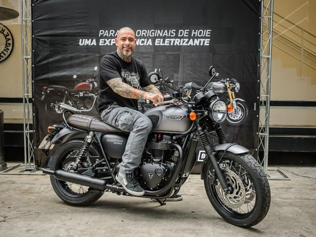 O chef Henrique Fogaça é novo embaixador da Triumph no Brasil (Foto: Divulgação)