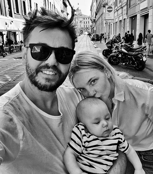Fábio Bartelt e Carol Trentini com o filho Benoah (Foto: Reprodução/Instagram)