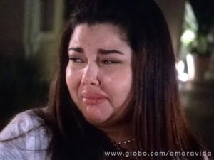 Depois do fracasso, ela chora...