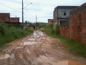 'Os próprios moradores que fizeram o esgoto, assim como as ligações de luz', afirma leitor (Foto: Bruno Luiz de Sousa Lopes/VC no G1)