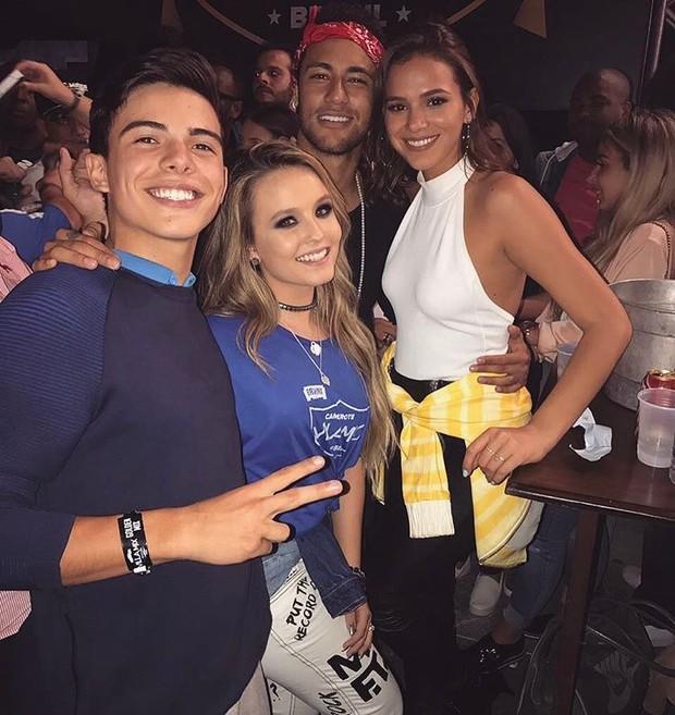 Larissa Manoela encontra Neymar e Bruna Marquezine (Foto: Instagram / Reprodução)
