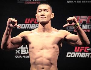 Yushin Okami Pesagem UFC BH (Foto: Rodrigo Malinverni)