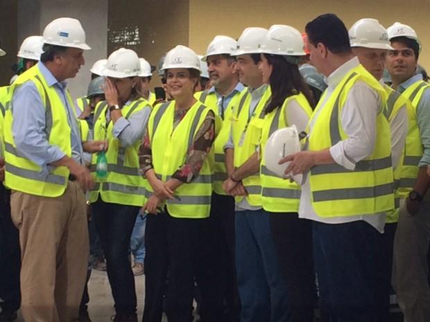 Pezão conversa com a presidente Dilma nas obras do metrô (Foto: Káthia Mello/G1)