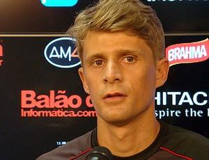 Adrianinho Ponte Preta Macaca (Foto: PontePress / DJota Carvalho)