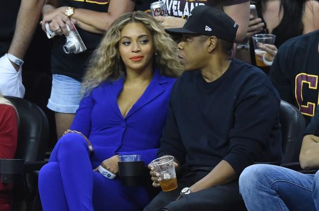 Beyoncé e Jay-Z em jogo de basquete em Cleveland, Ohio, nos Estados Unido (Foto: Ken Blaze/ Reuters)
