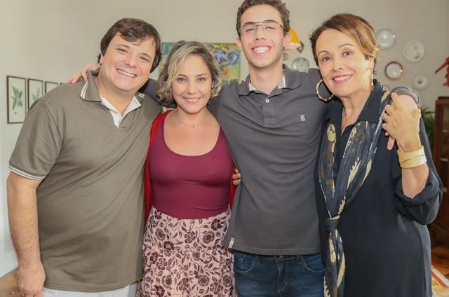 Thelmo Fernandes, Heloísa Périssé, Bruno Jablonski e Analu Prestes em 'Tocs de Dalila' (Foto: Multishow)