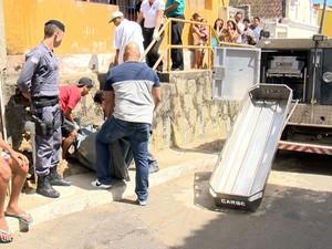 Mortes aconteceram dentro de casa no Morro dos Alagoanos. (Foto: Reprodução/TV Gazeta)