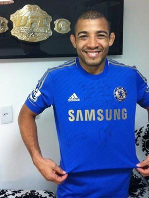José Aldo camisa Chelsea (Foto: Reprodução / Twitter)
