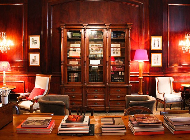 Conhe a a nova biblioteca do copacabana palace casa e for Mesa biblioteca