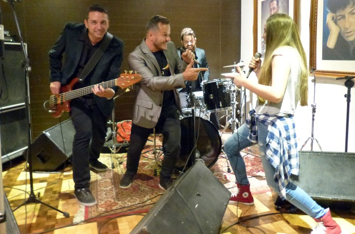 Carol Passos e Big Time Orchestra se divertiram tocando juntos (Foto: Divulgação/RPC)