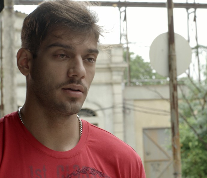 Uood tenta se justificar e pede para conversar com calma (Foto: TV Globo)
