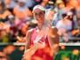 Agressiva, Konta domina Wozniacki e conquista título inédito em Miami