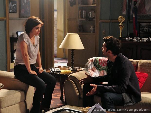 Renata pressiona Érico a dizer quem ele ama (Foto: Jacson Vogel / TV Globo)