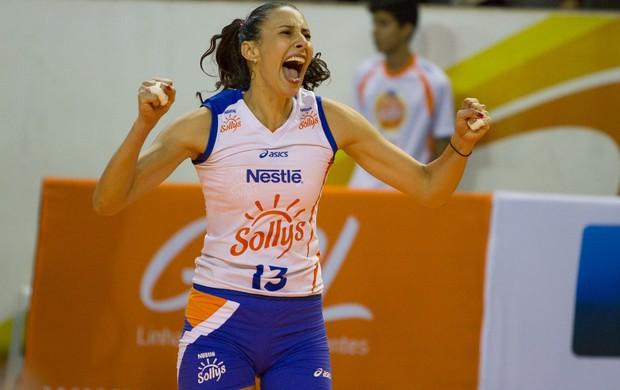 A oposto Sheilla foi escolhida como destaque da partida (Foto: AGF/Divulgação)