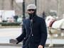 Leonardo DiCaprio 'se disfarça' após ser fotografado por fãs em Nova York