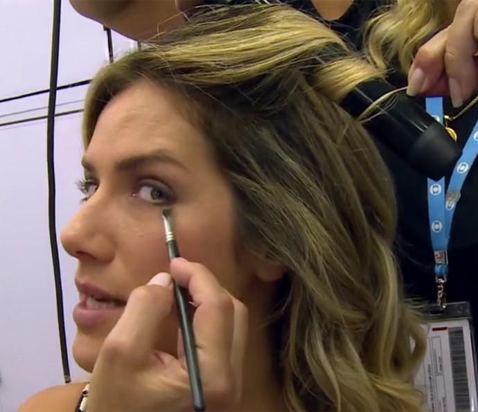 Giovanna Ewbank conta que também usa xampu seco para dar volume (Foto: Vídeo Show / TV Globo)