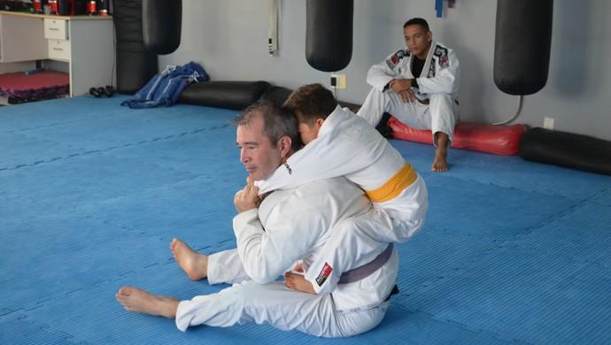 Professor afirma que Mateus compreende os golpes da luta (Foto: Eliete Marques)
