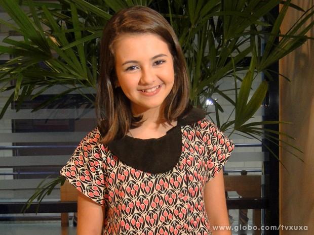 Klara Castanho posa toda fofa nos bastidores (Foto: TV Xuxa / TV Globo)