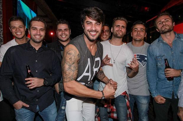 Renan e amigos (Foto: Raphael Castello/AgNews)