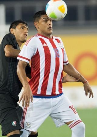Cristian Colman paraguai são paulo (Foto: JORGE MARTINEZ / MEXSPORT/AFP)
