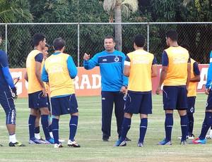 Celso Roth no treino do Cruzeiro (Foto: Valeska Silva / Globoesporte.com)