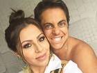 Sem blusa,Thammy Miranda posa  agarradinho com Andressa Ferreira